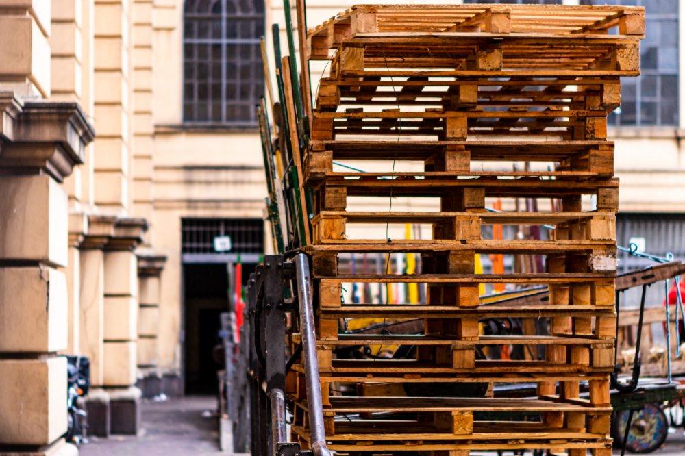 Köp lastpallar som passar för din frakt