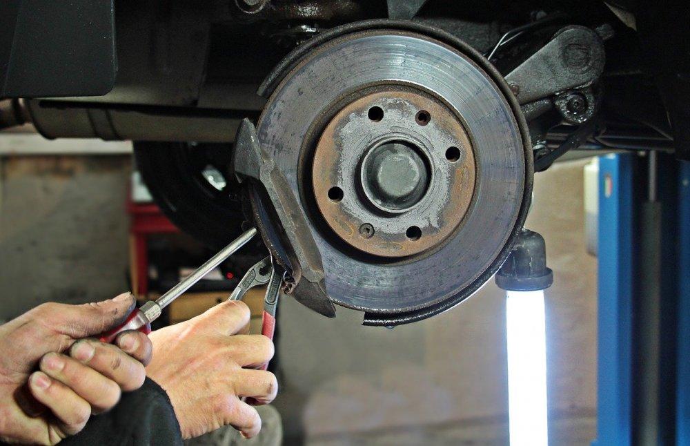 Professionell hjälp på bilverkstad i Gnestad